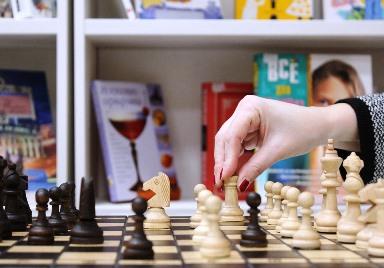 Профессианально играть в шахматы